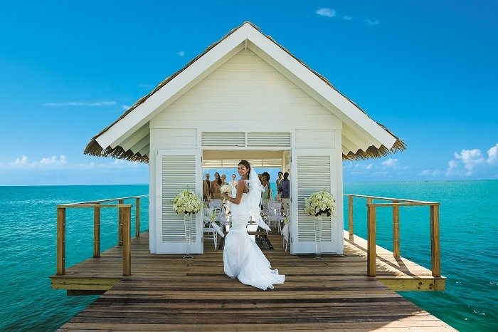 Sandals_South_Coast_-_Over_The_Water_Chapel-700x466